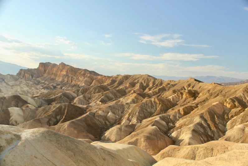 Het Zabriskie Point is een van de mooiste bezienswaardigheden in Death Valley