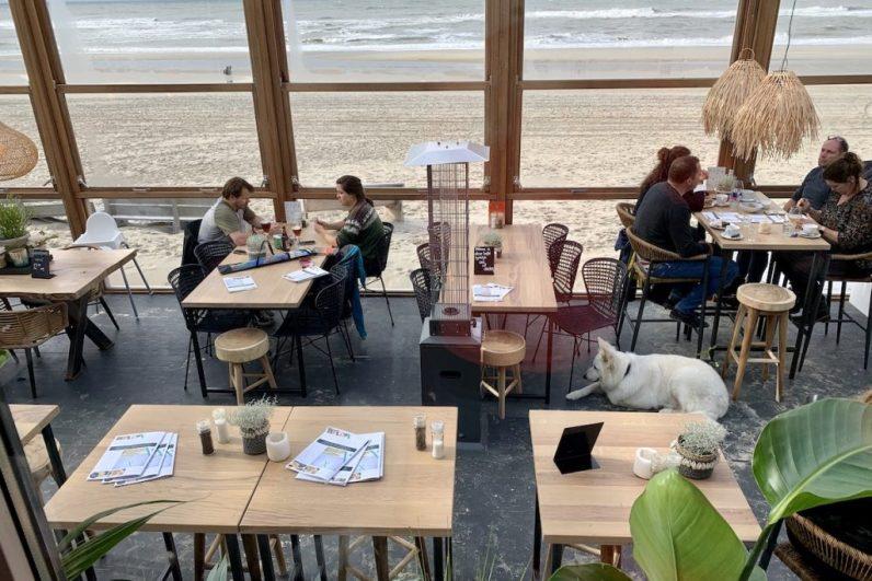 Beachclub Texel is een van de hotspots op Texel waar een heerlijke borrelplank kunt eten