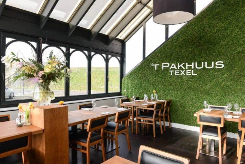 Wat je moet doen op Texel is eten bij visrestaurant 't Pakhuus in Texel