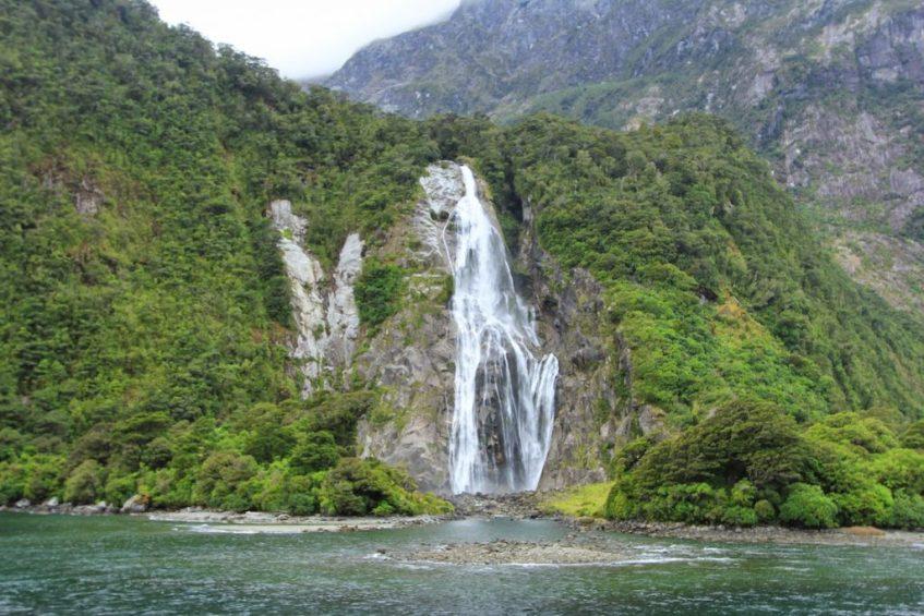De Bowen Falls in Milford Sound is een van de mooiste watervallen ter wereld
