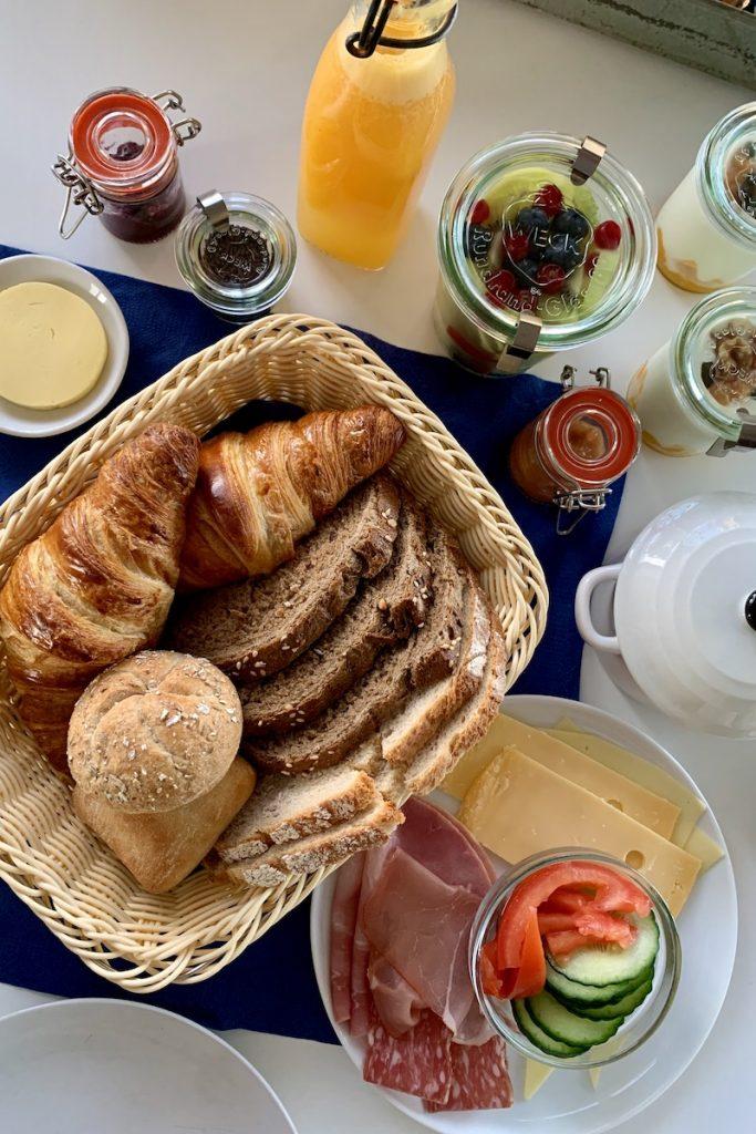 Zoek je de ideale uitvalsbasis in Zandvoort? Overnachten doe je bij Boulevard 5 in Zandvoort met een heerlijk vers ontbijt