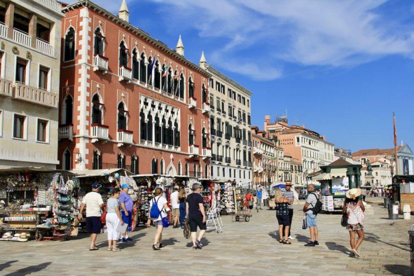 Struinen door de straten van Venetie is geweldig er is zoveel te zien in Venetie