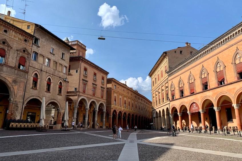 Bezoek Piazza Santo Stefano in Bologna en ontdek de 7 kerken in 1