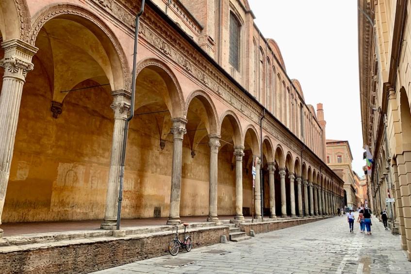 Ontdek Bologna tijdens jouw stedentrip en ontdek de mooie bogen, ook wel portico's genoemd, in de stad