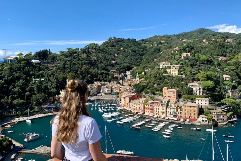Aan je de bloemenrivièra bezoekt ga dan zeker naar Portofino en klim naar Castello Brown waar je geniet van dit uitzicht!