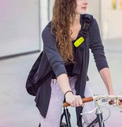 polk_boom_bit_wearable_speaker_commuter_lifestyle_004