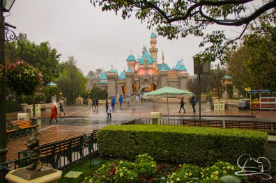 DisneylandResortRainyDay-16