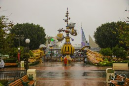 DisneylandResortRainyDay-18