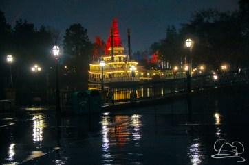 DisneylandResortRainyDay-204