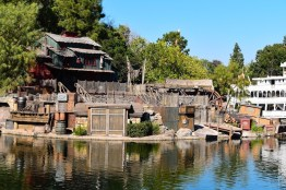 DisneylandStarWarsLandConstruction 3
