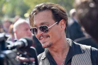 PARIS, FRANCE - MAY 14: Johnny Depp attends the European Premiere to celebrate the release of Disney's 'Pirates of the Caribbean: Salazar's Revenge' at Disneyland Paris on May 14, 2017 in Paris, France. (Photo by Kristy Sparow/Getty Images for Disney) *** Local Caption *** Johnny Depp
