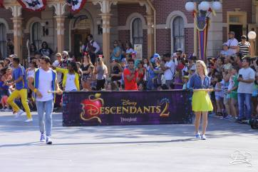 Disney_Descendants_Disneyland_Pre_Parade-3