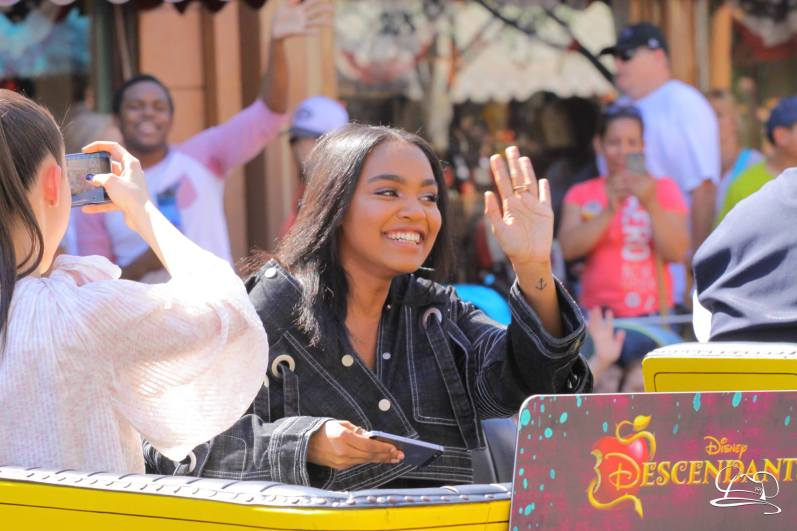 Disney_Descendants_Disneyland_Pre_Parade-31