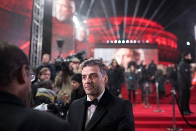 LONDON, UK DECEMBER 12: Oscar Isaac attends the European Premiere of Star Wars: The Last Jedi in the presence of HRH Duke of Cambridge and HRH Prince Harry at the Royal Albert Hall in London, UK on Tuesday 12th December 2017. *** Local Caption *** Oscar Isaac