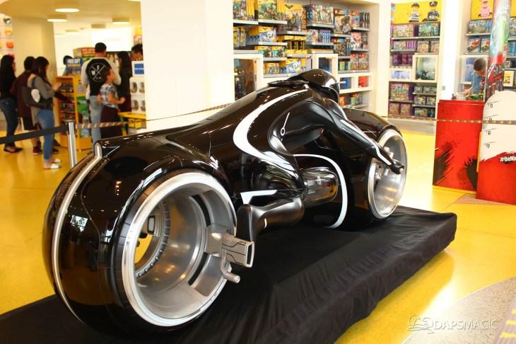 Tron Lightcycle Lego Store-2