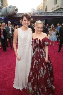 """Phoebe Waller-Bridge and Emilia Clarke attend the world premiere of """"Solo: A Star Wars Story"""" in Hollywood on May 10, 2018. (Photo: Alex J. Berliner/ABImages)"""