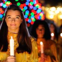 Celebrity Narrators Announced for Return of EPCOT's Candlelight Processional