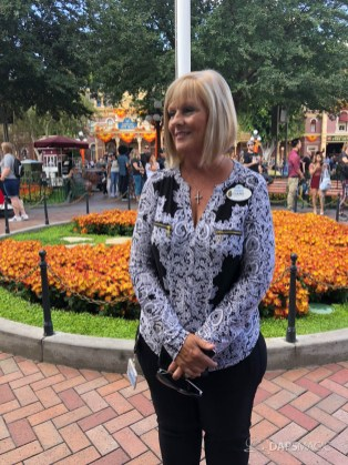 2019-2020 Disneyland Resort Ambassador Team Introduction-14