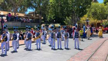 First Performance- Mickey and Friends Band-Tastic Cavalcade at Disneyland-11