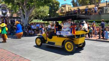 First Performance- Mickey and Friends Band-Tastic Cavalcade at Disneyland-38