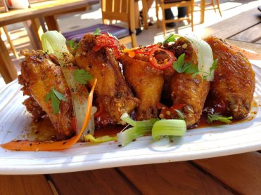 GCH Craftsman Bar & Grill Garlic-Soy-Glazed Chicken Wings_02