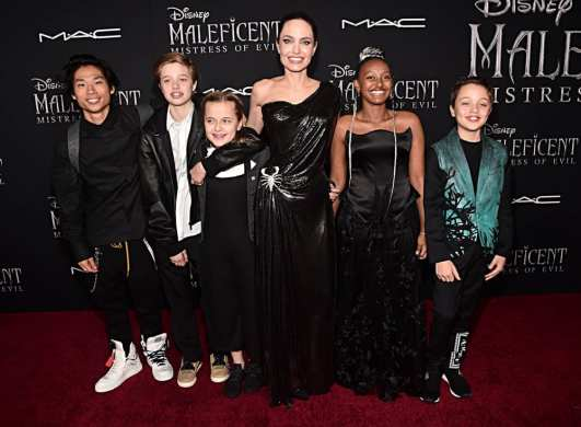 "HOLLYWOOD, CALIFORNIA - SEPTEMBER 30: (L-R) Pax Thien Jolie-Pitt, Shiloh Nouvel Jolie-Pitt, Vivienne Marcheline Jolie-Pitt, Actor Angelina Jolie, Zahara Marley Jolie-Pitt, and Knox Léon Jolie-Pitt attend the World Premiere of Disney's ""Maleficent: Mistress of Evil"" at the El Capitan Theatre on September 30, 2019 in Hollywood, California. (Photo by Alberto E. Rodriguez/Getty Images for Disney)"