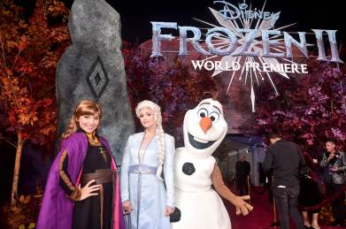 "HOLLYWOOD, CALIFORNIA - NOVEMBER 07: (L-R) Anna, Elsa, and Olaf attend the world premiere of Disney's ""Frozen 2"" at Hollywood's Dolby Theatre on Thursday, November 7, 2019 in Hollywood, California. (Photo by Alberto E. Rodriguez/Getty Images for Disney)"