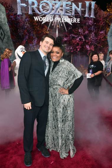 "HOLLYWOOD, CALIFORNIA - NOVEMBER 07: (L-R) Actor Jason Ritter and Yvette Nicole Brown attend the world premiere of Disney's ""Frozen 2"" at Hollywood's Dolby Theatre on Thursday, November 7, 2019 in Hollywood, California. (Photo by Alberto E. Rodriguez/Getty Images for Disney)"