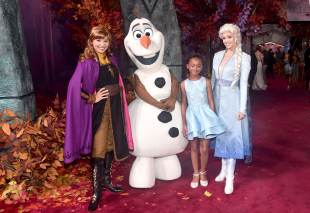 """HOLLYWOOD, CALIFORNIA - NOVEMBER 07: (L-R) Anna, Olaf, Faithe C. Herman, and Elsa attend the world premiere of Disney's """"Frozen 2"""" at Hollywood's Dolby Theatre on Thursday, November 7, 2019 in Hollywood, California. (Photo by Alberto E. Rodriguez/Getty Images for Disney)"""