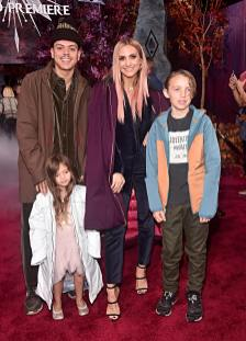 "HOLLYWOOD, CALIFORNIA - NOVEMBER 07: (L-R) Evan Ross, Jagger Snow Ross, Ashlee Simpson, and Bronx Wentz attend the world premiere of Disney's ""Frozen 2"" at Hollywood's Dolby Theatre on Thursday, November 7, 2019 in Hollywood, California. (Photo by Alberto E. Rodriguez/Getty Images for Disney)"