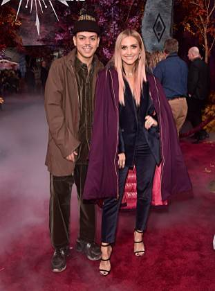 "HOLLYWOOD, CALIFORNIA - NOVEMBER 07: (L-R) Evan Ross and Ashlee Simpson attend the world premiere of Disney's ""Frozen 2"" at Hollywood's Dolby Theatre on Thursday, November 7, 2019 in Hollywood, California. (Photo by Alberto E. Rodriguez/Getty Images for Disney)"