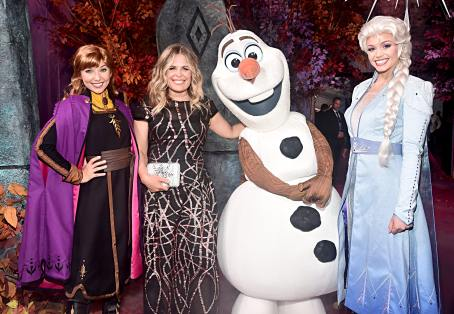 "HOLLYWOOD, CALIFORNIA - NOVEMBER 07: (L-R) Anna, Director/writer/Walt Disney Animation Studios CCO Jennifer Lee, Olaf, and Elsa attend the world premiere of Disney's ""Frozen 2"" at Hollywood's Dolby Theatre on Thursday, November 7, 2019 in Hollywood, California. (Photo by Alberto E. Rodriguez/Getty Images for Disney)"
