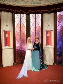Anna and Elsa Debut New Frozen 2 Outfits at Disneyland Resort