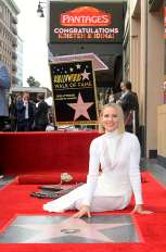 LOS ANGELES, CALIFORNIA - NOVEMBER 19: Kristen Bell attends the double Walk of Fame ceremony in Hollywood, Calif., where her and Idina Menzel from Disney's FROZEN 2 were each presented with a star on the Hollywood Walk of Fame on November 19, 2020. (Photo by Charley Gallay/Getty Images for Disney )