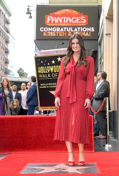 LOS ANGELES, CALIFORNIA - NOVEMBER 19: Idina Menzel attends the double Walk of Fame ceremony in Hollywood, Calif., where her and Kristen Bell from Disney's FROZEN 2 were each presented with a star on the Hollywood Walk of Fame on November 19, 2020. (Photo by Charley Gallay/Getty Images for Disney )