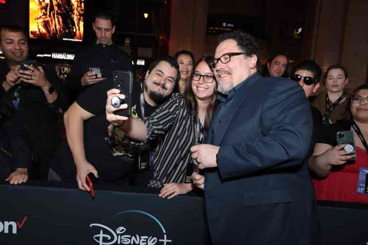 "Jon Favreau takes a selfie with a fan at the premiere of Lucasfilm's first-ever, live-action series, ""The Mandalorian"", at the El Capitan Theatre in Hollywood, CA on November 13, 2019. ""The Mandalorian"" streams exclusively on Disney+.(photo: Alex J. Berliner/ABImages)"