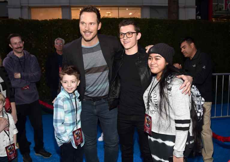 HOLLYWOOD, CALIFORNIA - FEBRUARY 18: Chris Pratt poses with fans at the world premiere of Disney and Pixar's ONWARD at the El Capitan Theatre on February 18, 2020 in Hollywood, California. (Photo by Alberto E. Rodriguez/Getty Images for Disney)