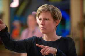 Director Thea Sharrock on set of THE ONE AND ONLY IVAN, based on the award-winning book by Katherine Applegate. Photo courtesy of Disney. © 2020 Disney Enterprises, Inc. All Rights Reserved.
