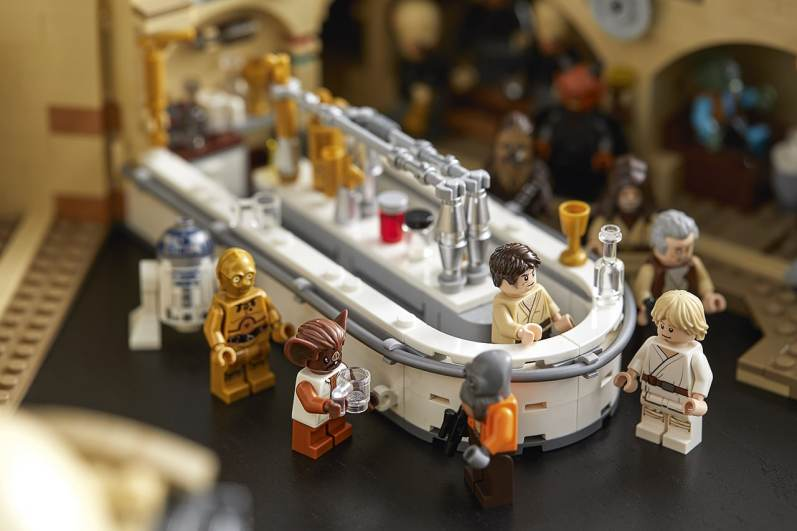 star-wars-mos-eisley-cantina-lifestyle-06