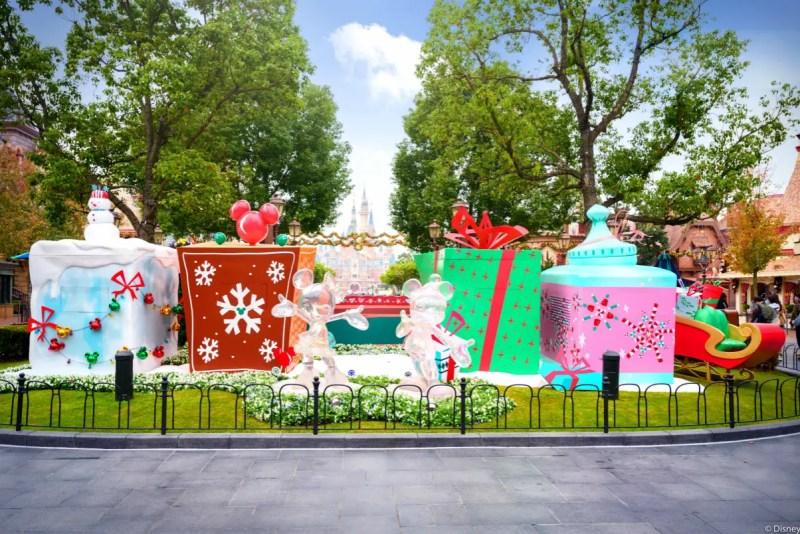 Shanghai Disneyland Christmas