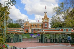 Disneyland entrance about a year after it closed its gates