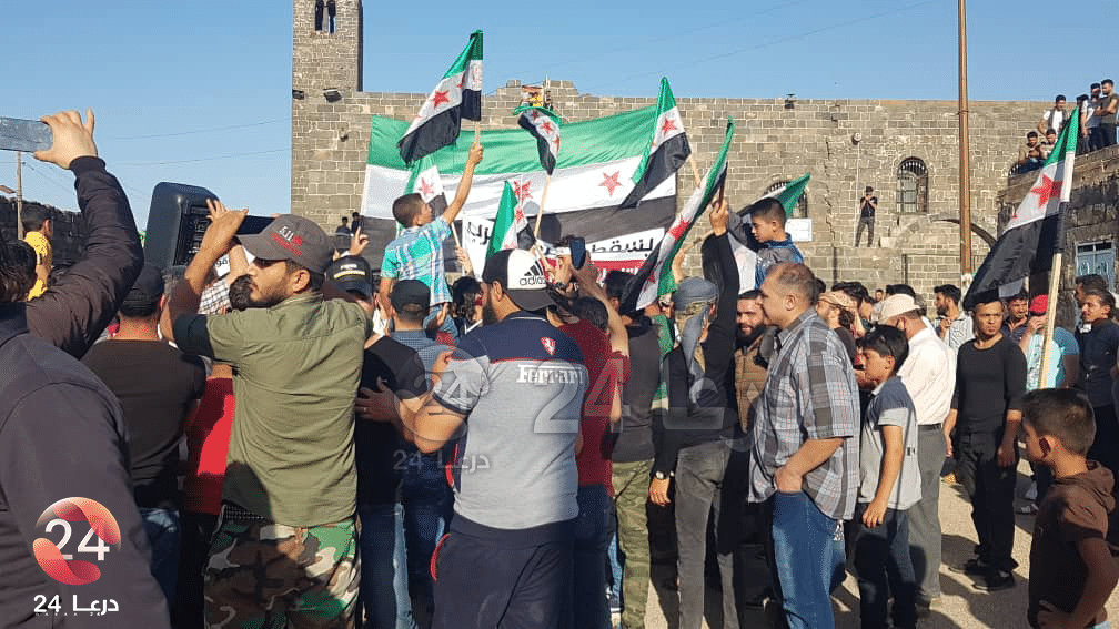 صور من مظاهرة بصرى الشام رفضًا للانتخابات
