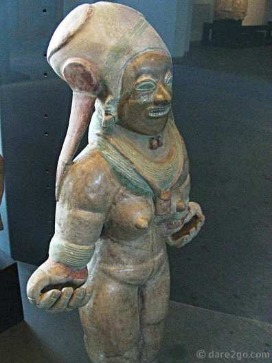 standing woman - cultura Jama-Coaque, Ecuador, 600 BC - 400 AD (head shape and teeth probably altered - see text)