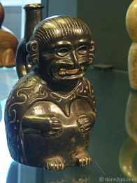 Personaje Sentado, Moche culture in Peru, 1 - 200 AD