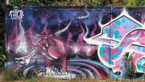 Valparaiso StreetArt: drugs straight from hell? Fence in Av. Alemania