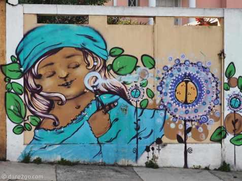StreetArt: girl blowing fantasy bubbles