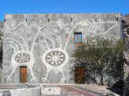Amaicho del Valle, Museo Pachamama: double storey creatively decorated exterior wall