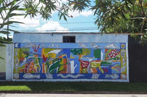 Murals in San Gregorio: a beautiful nature themed wall, colourful despite the use of less than 10 shades of colour.