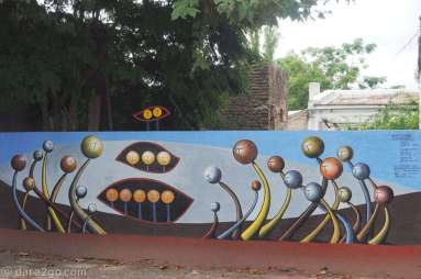 Streetart in San Gregorio: 'special embryos', dedicated to the native youth. Notice the extension above the wall!