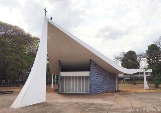 Brasilia: the Igrejinha Nossa Senhora de Fátima. This small church was designed by Oscar Niemeyer and stands in the middle of the south wing. It was the first church of Brasilia.